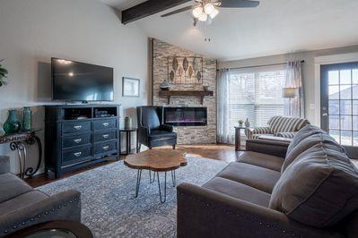 Modern, Updated & Comfortable Home- 3bd/2ba - Pet friendly - 2 .