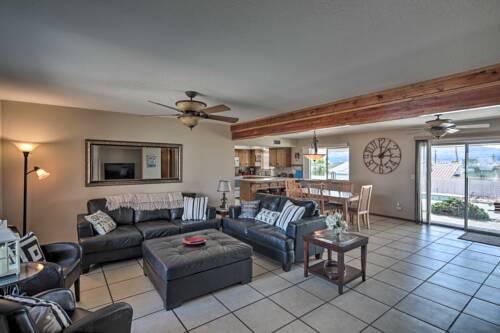 Vacation Home Pet-Friendly Modern Oasis with BBQ, Lake Havasu City .