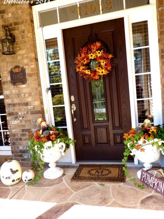 85 Pretty Autumn Porch Décor Ideas - DigsDi