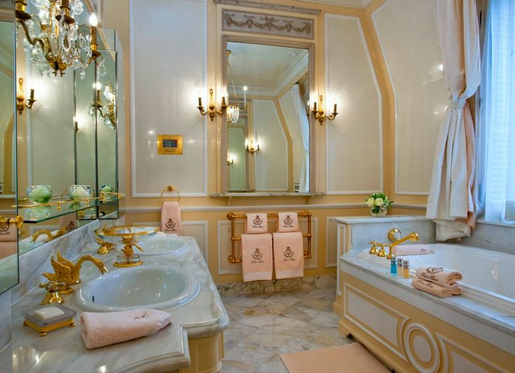 The legendary Ritz Hotel in Paris reopened its doors after 4 years!