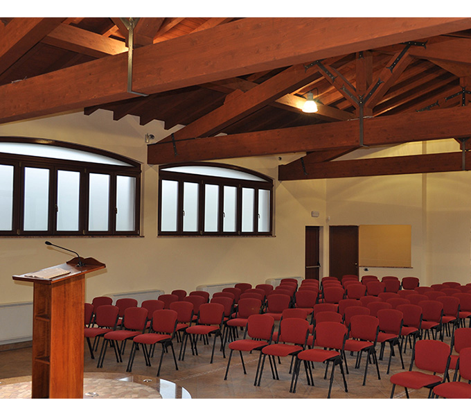 Modern design seating solutions for churches and cathedrals - Leyfo