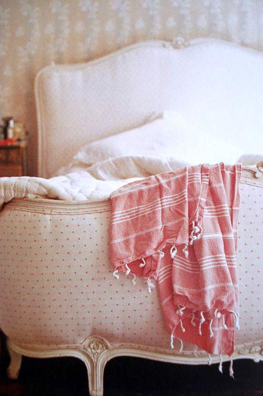 living in pink. | Feminine bedroom design, Feminine bedroom .