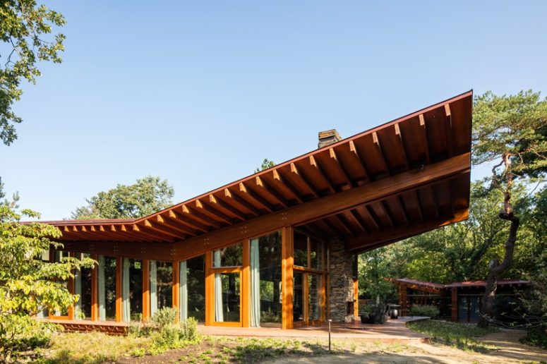 Cantilevered Roof Villa With Much Wood In Decor - DigsDi