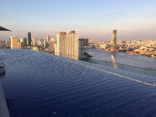 rooftop infinity pool - Picture of Avani+ Riverside Bangkok Hotel .
