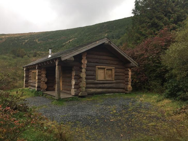 Rustic log cabin in the Dyfi Forest, Wales - Img