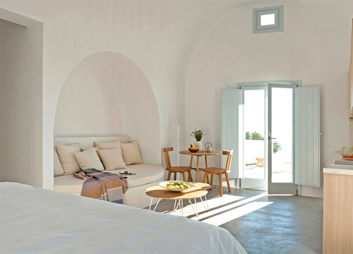 Holiday Home on the Santorini Island by Kapsimalis Architects .