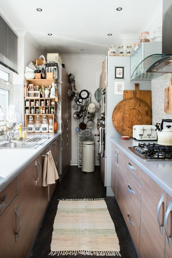 Small Vintage-Inspired Apartment With Lots Of Cute Objects - DigsDi
