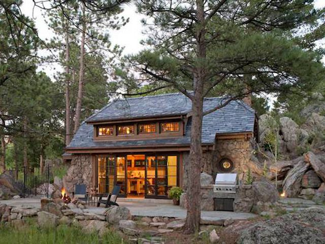A Perfectly Rustic Tiny Mountain Home in Colorado | Mountain .