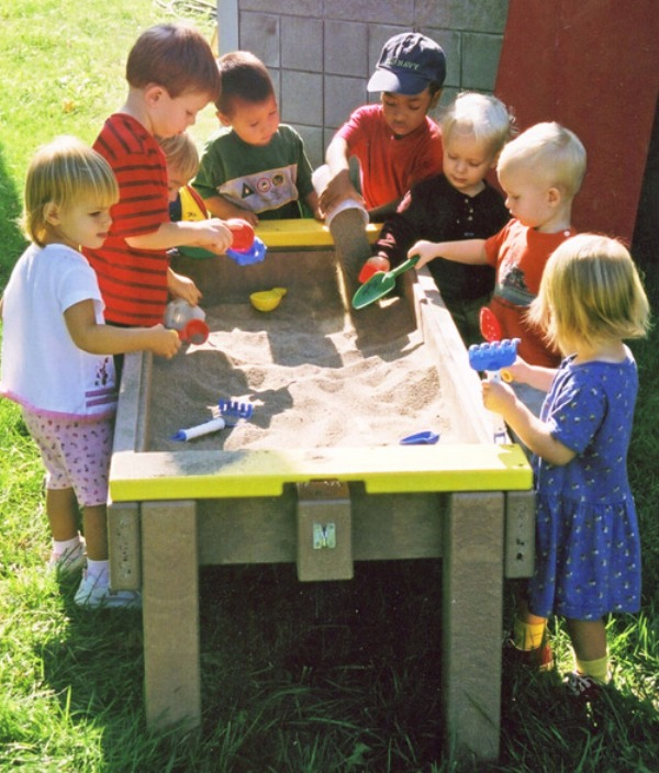 7 Comfortable Kids Tables For Playing With Sand | Kidsoman