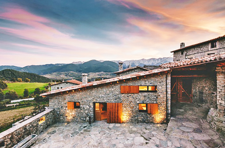 Dom Arquitectura Revives a Crumbling Farm House as a Stunning .