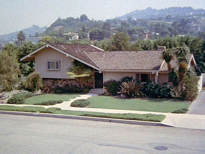What's a Split-Level House? A Home for the 'Brady Bunch' and More .