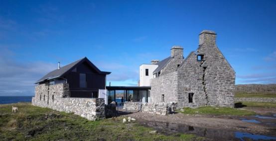 Sprawling Home That Integrates 18th-Century Ruins - DigsDi