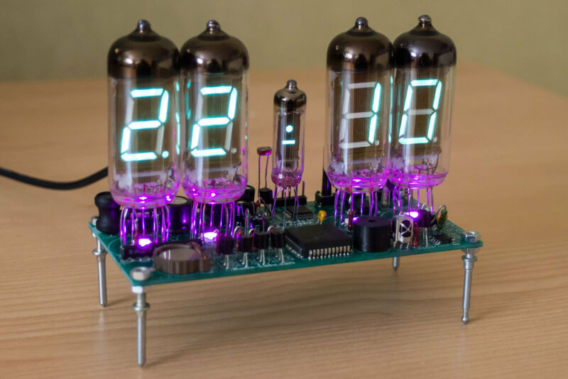 Power Nixie Era! Case Remote Steampunk Desk Clock IV-11 VFD Tube .