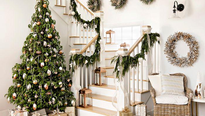Christmas Decorating for Staircas
