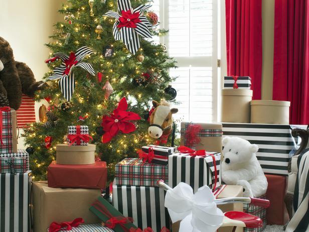 Stylish Black and White Christmas Decoration Ideas | | Founteri