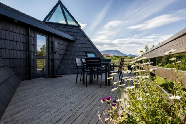 Sustainable And Airy Pyramid Cottage In Iceland - DigsDi