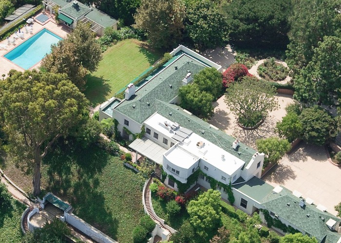 Take a look at Taylor Swift's stunning $81m property portfolio .