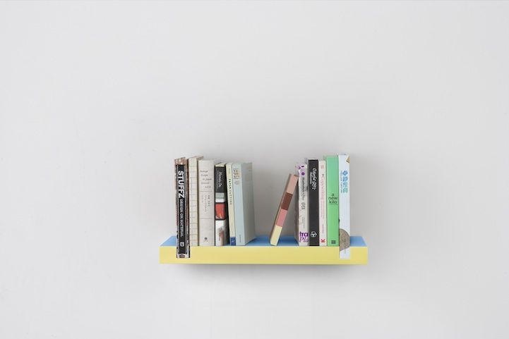 Clever Minimal Bookshelf Uses Books as Bookends | Minimalist .