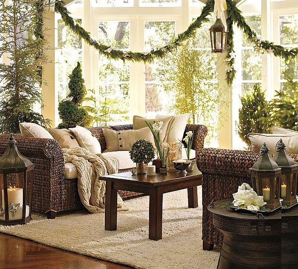 Traditional Christmas Decorations Bring Warmth to Your Ho