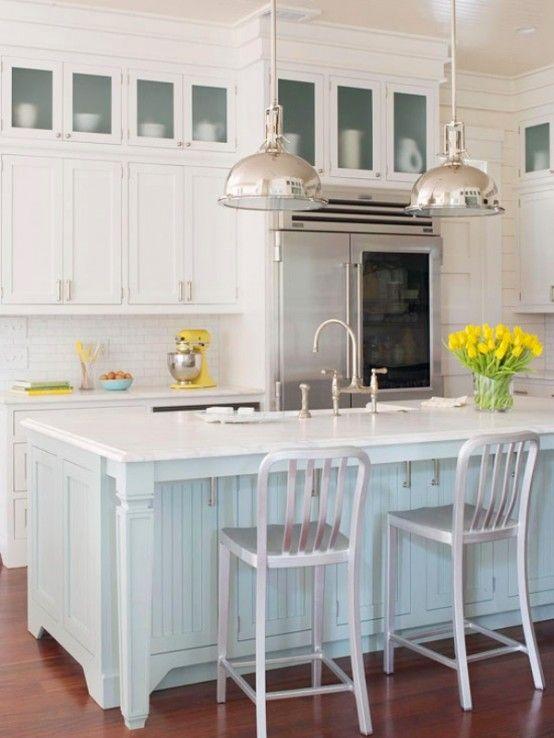 Traditional Coastal Style Kitchen Design Inspiration | キッチン .