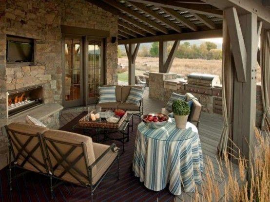 Traditional Style Veranda Design With Vintage Furniture .