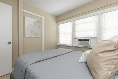*Tranquil, Zen Apartment* - Close to Downtown! - Historic Upto