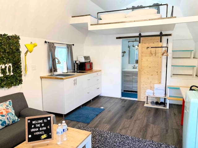 The Urban Barn (Tiny Home) - Barns for Rent in Houston, Texas .