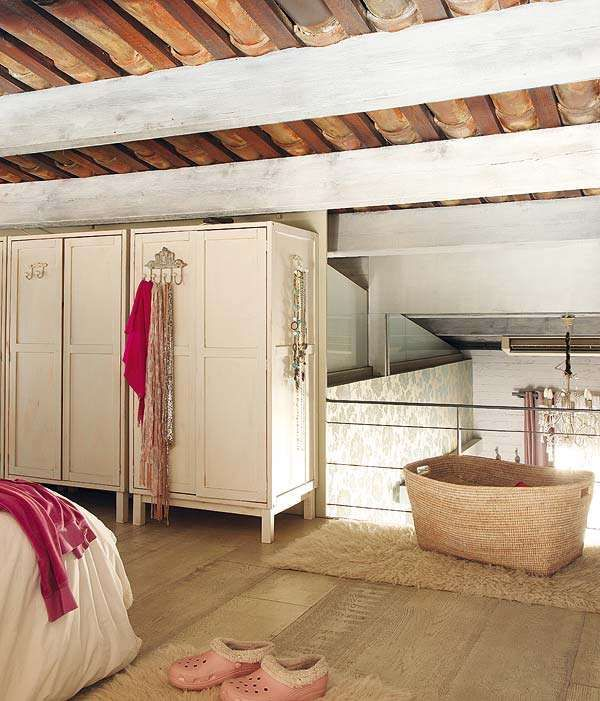 Pretty-in-Pink Properties   Vintage apartment, Vintage bedroom .