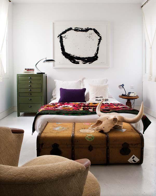 Bohemian-chic flat deliciously transformed in Malasaña | Bedroom .