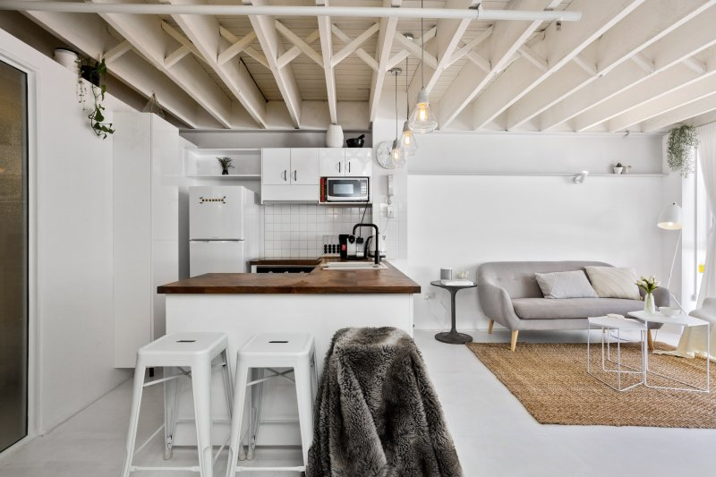 King Street Warehouse Apartment Has Washer and Air Conditioning .