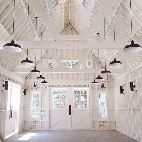 Amazing barn/home interior in all-white - great space! | Barn .