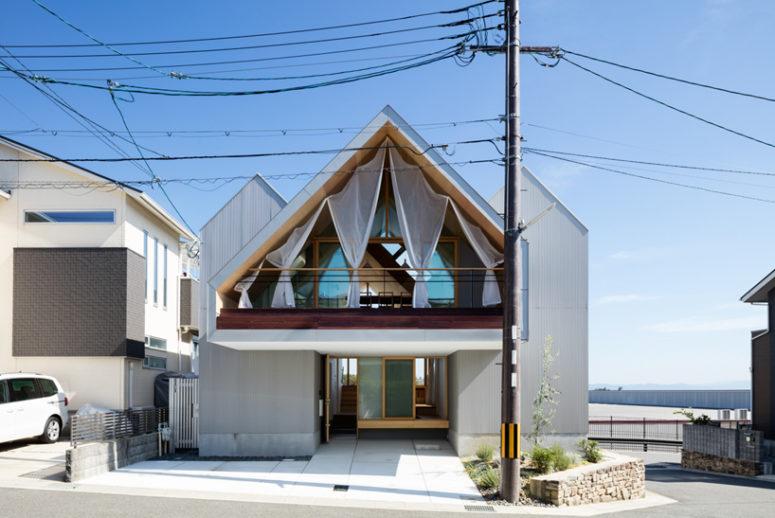 Wood-Clad Minimalist House With Three Spaces - DigsDi