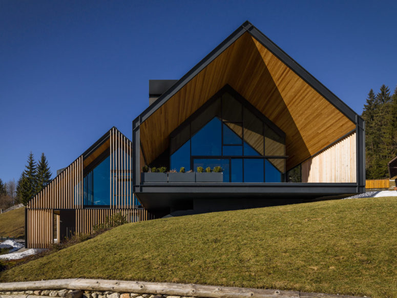 Mountain Home Clad With Wood Sunshade - DigsDi