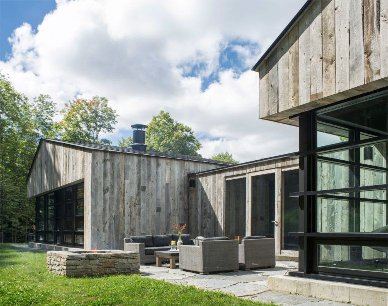 Woodshed Inspired Dwelling On A Forested Site | Moderne .